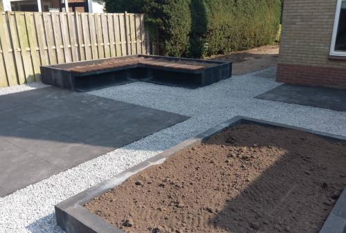 jorrit-hoekstra-tuinverzorging-tuinonderhoud-kiezelstenen-plantenbakken