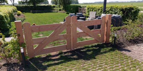 jorrit-hoekstra-tuinverzorging-tuinonderhoud-nostalgisch-tuinhek-doorgang