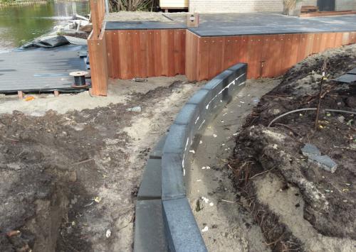 jorrit-hoekstra-tuinverzorging-tuinonderhoud-terras-gebogen-muur